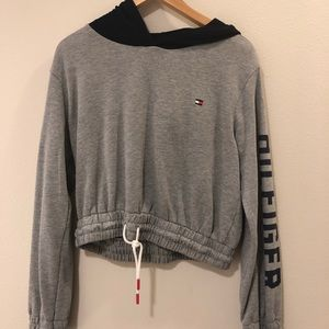 tommy hilfiger cropped hoodie from urban